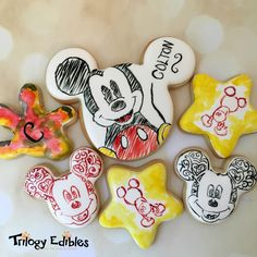 Cookies for a friend's son who had to spend the night in the hospital No Bake Sugar Cookies, Fancy Cookies, Iced Cookies, Cute Cookies, Cupcake Cookies, Mickey Mouse Cookies, Fiesta Mickey Mouse, Disney Cookies, Minnie Mouse