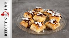 Syrupy coconut phyllo bites by the Greek chef Akis Petretzikis. Make easily and quickly this recipe for a scrumptious dessert with coconut and crispy filo! Food Hacks, Food Tips, Muffin, Coconut, Sweets, Breakfast, Desserts, Recipes, News