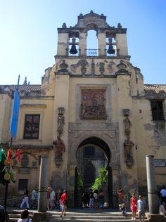 https://upload.wikimedia.org/wikipedia/commons/9/9f/5.3_Puerta_del_Perd%C3%B3n._Fachada_Norte_de_la_Catedral_de_Sevilla._Sevilla..JPG