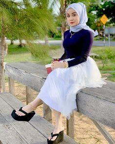 Pin Image by Sejuta Hijaber Beautiful Little Girls, Beautiful Asian Girls, Gorgeous Women, Pretty Girls, Kebaya Pink, Girls Flip Flops, Sexy Legs And Heels, Gorgeous Feet, Girl Hijab