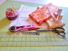 Simply Color by Vanessa Christenson for Moda: Foldaway Shopping Bag with Carrying Case   Sew4Home