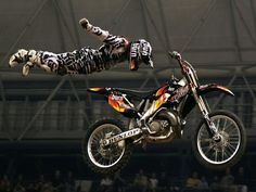...hopefully this didnt end in a failure.  Best planking pic EVER!  @RiskRacingMoto  #planking  #motocross