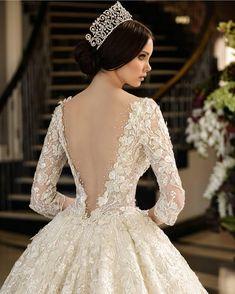 """3,811 Me gusta, 39 comentarios - Vestidos Novia Dress Bride (@sonvestidos) en Instagram: """"Espectacular @ramisalamoun #vestido #dress #mujer #moda #zapatos #shoes #novia #boda #fiesta…"""""""