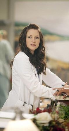 Chyler Leigh as Lexie Grey. Love her hair! Grey's Anatomy Lexie, Grays Anatomy Tv, Mark Sloan, Lexie Grey, Chyler Leigh, Blond, Grey's Anatomy Tv Show, Head Band, Prime Time