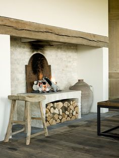 Oude hoeve wordt luxueus landhuis Outdoor Kitchen Patio, Interior Architecture, Interior Design, Stove Fireplace, Mediterranean Homes, Rustic Interiors, Colorful Decor, Living Room Decor, Sweet Home
