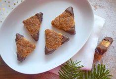 tady jsou ty nevyvedené ořechové trojúhelníčky (během krájení se lámaly, ale nakonec to docela jde) ☺ vespod sušenka, na ní ořechová nádivka (každopádně ty lískové ořechy budou asi lepší varianta než vlašské) 🤔🌰 #orechy #christmascookies #christmasbaking #christmas2018 #vanoce2018 #cukrovi #instabake #baking #peceni #bakingmom #homebaker #homebaked #lovebaking #instabake #foodie #foodlover #foodpics #foodphotography #yummy #czech #czechrepublic #avecplaisircz French Toast, Breakfast, Food, Morning Coffee, Essen, Meals, Yemek, Eten