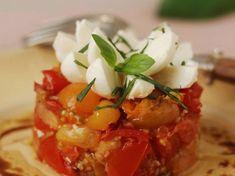 Découvrez la recette Tartare de tomates mozzarella sur cuisineactuelle.fr.