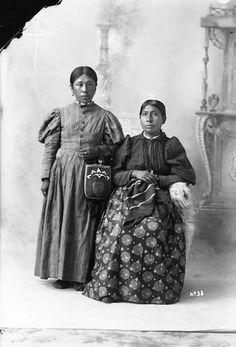 Cadina Chenewith and an unidentified woman, ca. 1900, UW Library American Indians of the Pacific Northwest Collection