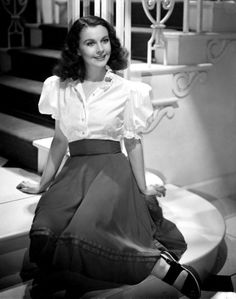 """classic-hollywood-glam: """"Vivien Leigh """" And the Fakest Smile Award goes to… Old Hollywood Stars, Old Hollywood Glamour, Golden Age Of Hollywood, Vintage Hollywood, Classic Hollywood, Scarlett O'hara, Vivien Leigh, Divas, Moda Boho"""