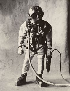 Deep-Sea Diver (A) , New York, 1951 Gelatin silver print © The Irving Penn Foundation Diving Helmet, Diving Suit, Sea Diving, Henri Cartier Bresson, Salvador Dali, Irving Penn Portrait, Image Mode, Deep Sea Diver, Surf