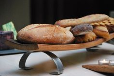 Articoli simili a Barrel Stave Trays On Steel Legs - Oak Wine Barrel Serving Boards - Oder Individually Or As A Set - Engravable Food Service Display Risers su Etsy Barrel Projects, Wood Projects, Woodworking Projects, Wooden Christmas Crafts, Wine Club Membership, Barrel Furniture, Furniture Ideas, Good Whiskey, Wine Stains