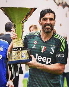 Ci troviamo un'altra volta a celebrare una grandissima squadra, una grandissima #Juventus, una grandissima società, avremmo voluto…
