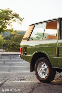 1975 Land Rover Range Rover - the classic Range Rover driver - Cars Range Rover Classic, Range Rover V8, Range Rover Supercharged, Range Rover Evoque, Range Rover Sport, Garage Workshop Plans, First Time Driver, Best Car Insurance, Land Rover Discovery