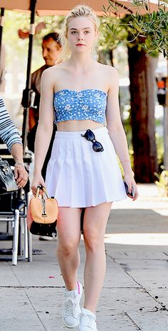 Elle Fanning Ellie Fanning, Dakota And Elle Fanning, Fanning Sisters, Elle Fanning Movies, Beauté Blonde, Girls In Mini Skirts, Fashion Outfits, Womens Fashion, Cute Girls