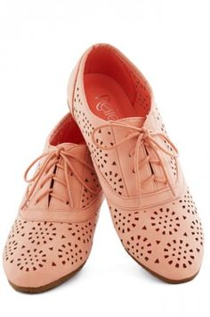 Oxford Shoes-Womens Saddle Shoes For Summer~ my god! They are soooo cute! I love oxfords! dressy yet not too dressy, and they come in so many colorsand toe shapes and types of shoes(boots, flats, dance shoes...)