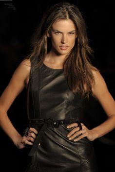 Leathergirlsblog.com_Alessandra_Ambrosio_Colcci_FW_2011__5_.jpg