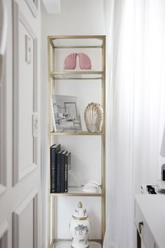 place Unique Ways to Decorate Your Rental Walls - City Chic Decor Body Jewelry Enhancing The Bea Rental House Decorating, Apartment Decorating On A Budget, Decorating Your Home, Cheap Home Decor, Diy Home Decor, Room Color Schemes, City Chic, Location, Decoration