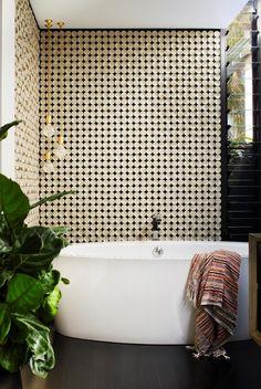 Ceramic tile mosaics subtly transform the perceived dimensions of this small bathroom. Ceramic Tile Floor Bathroom, Bathroom Flooring, Diy Bathroom Decor, Bathroom Ideas, Loft Bathroom, Bathroom Pictures, Design Bathroom, Tile Design, Tile Layout