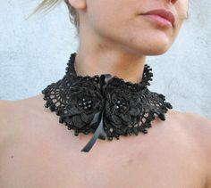 Tour de cou/Collier de perles de verre noir au crochet