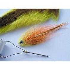 Hi-vis bait! Tied on PR320 from @ahrexhooks #ahrex #ahrexhooks #deceiver #baitfish #streamer #hollowfleye #hollowflies #perhokalastus #perhonsidonta #flytying #fluefiske #flyfishing #fluebinding #pike #hecht #toothycritters #muskie #pikefly #pikeflyfishing #muskyonthefly #muskiefishing #pikeflies #gäddflugfiske #pikeonfly #saltwaterflies #wexwaters