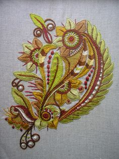 """Deux broderies """"glazig"""" - Le blog de Laure Embroidery Flowers Pattern, Machine Embroidery Patterns, Embroidery Hoop Art, Flower Patterns, Cross Stitch Embroidery, Embroidery Designs, Laura Lee, Jacobean Embroidery, Crochet Cross"""