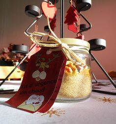 Emergency kit Mulled wine Ingredients for a bottle of red wine: of brown sugar 2 stars of star anise 3 cloves … Source by Gifts For Cooks, All Gifts, Wine Ingredients, Gourmet Gifts, Mulled Wine, Red Wine, Jar, Homemade, Bottle