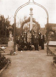 Jardines de los Viveros, al fondo el edificio de San Pío V. Años 20