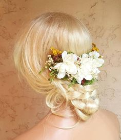 Check out this item in my Etsy shop https://www.etsy.com/listing/541489254/floral-wedding-comb-ivory-flower-half