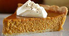 Ecco la famosa torta di zucca in pieno stile anglosassone. Negli Stati Uniti è il tipico dolce del Giorno del Ringraziemnto, ogni famiglia ne prepara una. La ricetta prevede l'utilizzo di spezie (cannella,zenzero e fiori di garofano) e latte condensato.