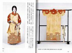 """>> Momoyama (1573-1615): Großformatige Muster, klar voneinander abgesetzt. Die Ärmel sind nur ca. halb so breit wie die Körperbahnen. Außerdem sind die Ärmel recht kurz und auf der Körperseite angenäht (kein """"furi"""" / Flatterärmel) // >> Momoyama (1573-1615): big-sized, clearly identifiable designs. The sleeves are half as wide as the body panels. In addition, the sleeves quite short and completely connected with the body panels, without any """"furi"""" (flattering shape)."""
