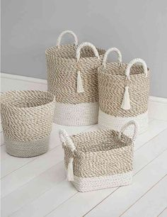 icu ~ See how to make a basket of jute with your own hands. ~ See how to make a basket of jute with your own hands. Jute Crafts, Diy Home Crafts, Crafts To Sell, Diy Home Decor, Home Decor Hacks, Upcycled Crafts, Diy Para A Casa, Painted Baskets, Wicker Baskets