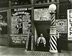 La mostra di Berenice Abbott per la prima volta in Italia Nata a Springfield, in Ohio, nel 1898, Berenice Abbott si trasferisce a New York nel 1918 per studiare scultura. Qui entra in contatto con Marcel Duchamp e con Man Ray, esponenti di punta del movimen #mostra #fotografia #nuoro
