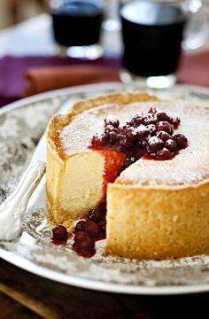 Leivo nyt kauden mehevin juustokakku. Samasta ohjeesta saat tehtyä myös piiraita ja leivonnaisia. Sweet Recipes, Cake Recipes, Nutella, Frozen Cheesecake, Piece Of Cakes, Yummy Cakes, No Bake Cake, Cupcake Cakes, Cake Decorating