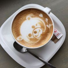 Pin for Later: This Animal Latte Art Is Almost Too Cute to Drink Coffee Latte Art, Coffee Barista, Coffee Girl, Coffee Lovers, Coffee Cups, Bear Drink, Latte Cups, National Coffee Day, Watermelon Art