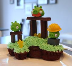 Angry Bird Cake Tutorial on Crafted by Lindy