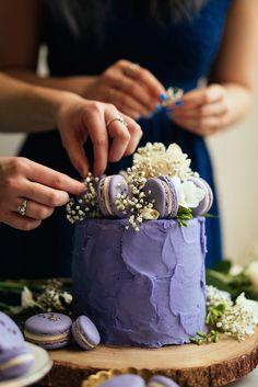 Constellation Inspiration: Lavender Earl Grey Cake with Lavender Macarons Sternbild Inspiration: Lavendel Earl Grey Cake mit Lavendel Macarons Earl Grey Cake, Earl Gray, Pretty Cakes, Beautiful Cakes, Amazing Cakes, Earl Grey Kuchen, Lavender Macarons, Lavender Cake, Cake Art