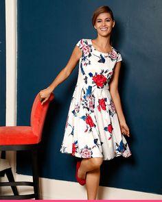 Nydelig hvit kjole med blå og hvit blomster fra KLiNGEL Graduation Dresses, Women's Fashion, Casual, Fashion Women, Womens Fashion, Woman Fashion, Graduation Gowns, Casual Clothes