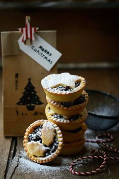 Christmas Mince Pies with Dark Chocolate & Figs or White Chocolate & Cranberries – Stuck in the kitchen