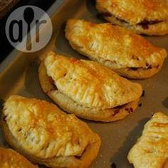 Forfar Bridies (Scottish pasties) recipe 1 hour 5 min These delicious meat and onion pastry pasties are traditionally made with beef steak pieces but this version uses minced lamb. - All recipes UK Scottish Dishes, Scottish Recipes, Irish Recipes, Lamb Recipes, Pie Recipes, Cooking Recipes, Scottish Meat Pie Recipe, English Recipes, Cooking Kale