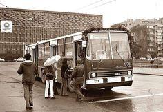 AKM'nin önündeki otobüs durağında buluşalım! (1980'ler) #istanbul #istanlook #nostalji