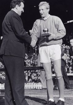 Denis Law,(Écosse) Ballon d'or 1964 (attaquant - Manchester United)
