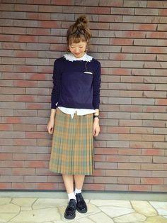 セーター:SENSE OF PLACE・ スカート:didizizi・ イヤリング:カオリノモリ