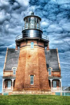 Block Island, South East Light (by Rob Weir) is a lighthouse located on Mohegan Bluffs at the southeastern corner of Block Island, Rhode Island. Light In, Beacon Of Light, Saint Mathieu, Lighthouse Pictures, Am Meer, Architecture, New England, Places To Go, Beautiful Places