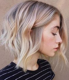 Cute Layered Bob Hairstyles for Women With Blonde Highlights