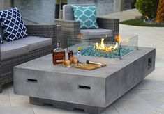 Hottest fire pit ideas brick outdoor living that won't break the bank. Find beautiful outdoor diy fire pit ideas and fireplace designs that let you get as simple or as fancy as your time and budget allow for building or improve a your backyard fire pit. Gas Fire Pit Table, Diy Fire Pit, Fire Pit Backyard, Fire Pit Coffee Table, Backyard Swings, Backyard Fireplace, Outdoor Fireplaces, Fireplace Ideas, Gas Fireplace