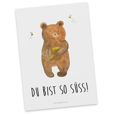 """Postkarte Honigbär aus Karton 300 Gramm  weiß - Das Original von Mr. & Mrs. Panda.  Diese wunderschöne Postkarte aus edlem und hochwertigem 300 Gramm Papier wurde matt glänzend bedruckt und wirkt dadurch sehr edel. Natürlich ist sie auch als Geschenkkarte oder Einladungskarte problemlos zu verwenden. Jede unserer Postkarten wird von uns per hand entworfen, gefertigt, verpackt und verschickt.    Über unser Motiv Honigbär  Unser süßer Bär ist aus der """"Beary Times"""" - Kollektion.    Verwendete…"""