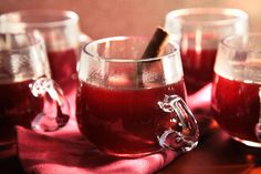 Smoking Bishop (Mulled Red Wine with Port) A recipe for warm Dickensian sangría flavored with roasted grapefruits and oranges. Punch Recipes, Wine Recipes, Ponche Navideno, Traditional Bowls, Holiday Punch, Halloween Cocktails, Hot Toddy, Port Wine, Bagels