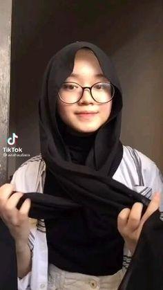 Stylish Hijab, Hijab Casual, Ootd Hijab, Hijab Dress, Pashmina Hijab Tutorial, Hijab Style Tutorial, Mode Turban, Simple Hijab, Hijab Fashionista