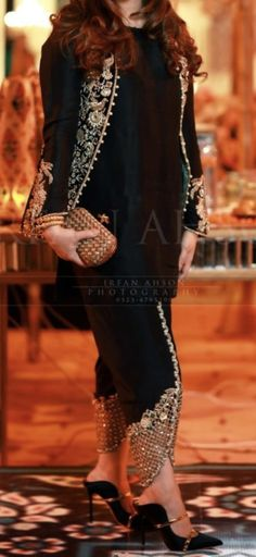 Bollywood Bridal, Bollywood Fashion, Stylish Dresses, Fashion Dresses, Dress Paterns, Shrug For Dresses, Designer Bridal Lehenga, Indian Couture, Pakistani Outfits