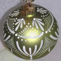 Hand-painted Lace Ornament - charming! I'm going to try this, for sure. Complete, downloadable directions on website: http://www.hgtv.com/holidays-occasions/painted-lace-ornament/index.html#